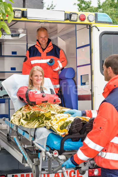 Aider femme ambulance souriant accident Photo stock © CandyboxPhoto