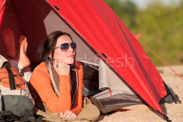 Kempingezés boldog nő sátor tengerpart naplemente Stock fotó © CandyboxPhoto