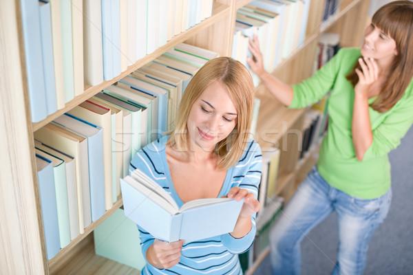 Stock fotó: Diák · könyvtár · kettő · nő · tart · könyv