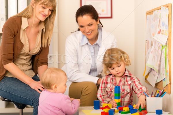 Pediatra mãe filha jogar escritório visitar Foto stock © CandyboxPhoto