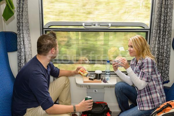 Stockfoto: Man · naar · uit · trein · venster · eten
