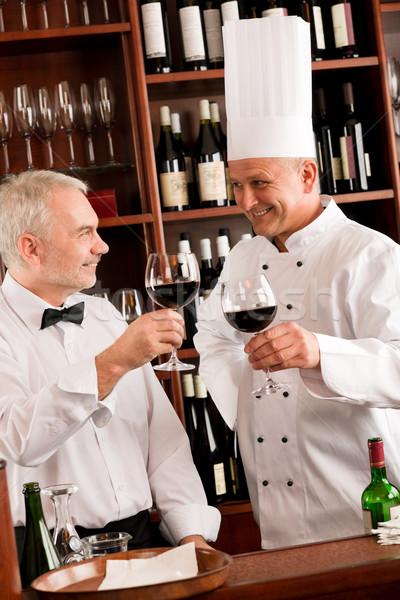 Chef cozinhar garçom degustação de vinhos restaurante Foto stock © CandyboxPhoto