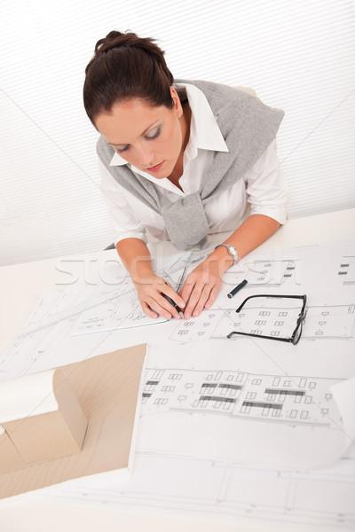 Stok fotoğraf: çekici · kadın · mimar · izlerken · planları · ofis · kadın