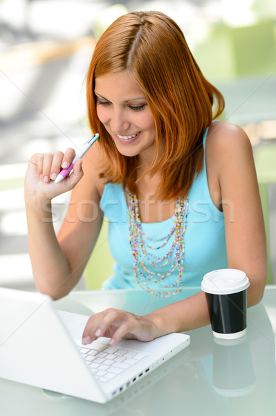 Stock fotó: Mosolyog · diák · lány · dolgozik · laptop · főiskola