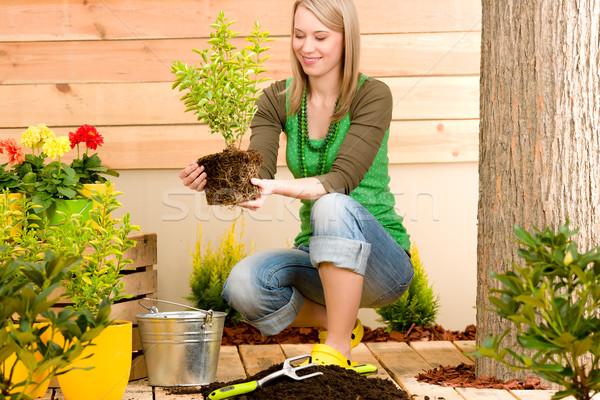 Jardinage femme terrasse printemps fleur Photo stock © CandyboxPhoto
