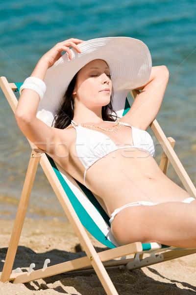 Zomer slank vrouw zonnebaden bikini ligstoel Stockfoto © CandyboxPhoto