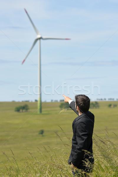Groene energie jonge zakenman punt windmolen veld Stockfoto © CandyboxPhoto