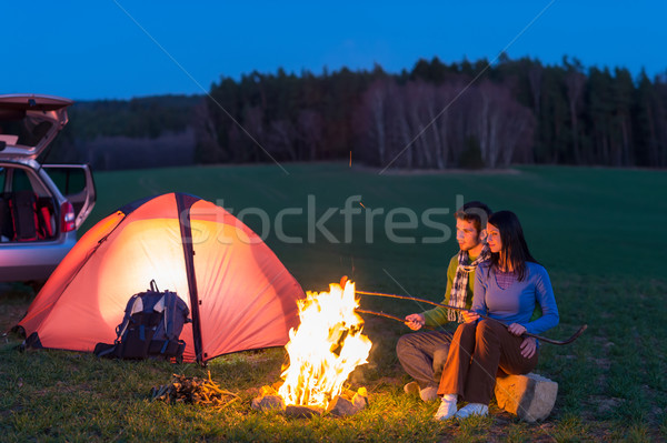 Tent camping auto paar vergadering vreugdevuur Stockfoto © CandyboxPhoto
