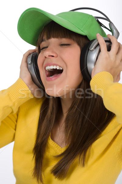 Boldog női tinédzser élvezi zene fejhallgató Stock fotó © CandyboxPhoto