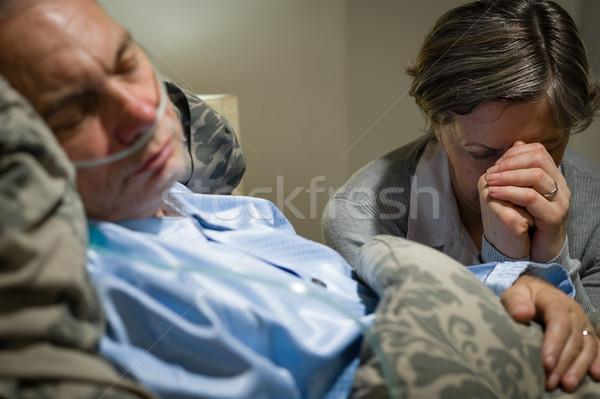 Oude vrouw bidden ziek echtgenoot man Stockfoto © CandyboxPhoto