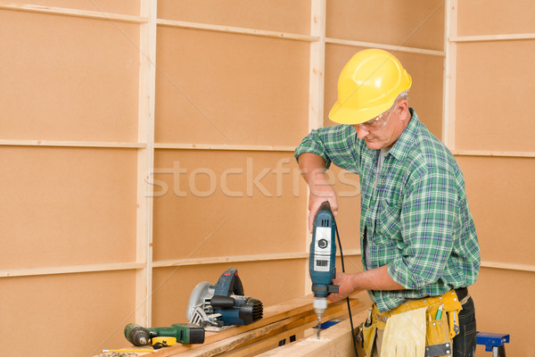 Handyman melhoramento da casa perfuração madeira maduro casa Foto stock © CandyboxPhoto