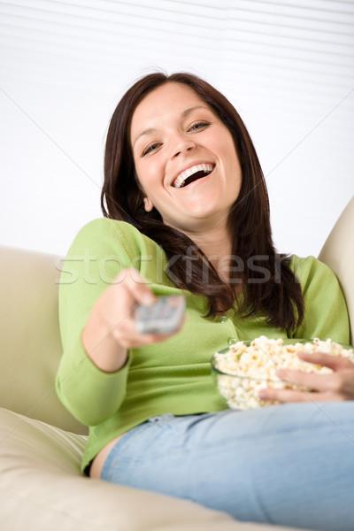 Nő mutat televízió távirányító pattogatott kukorica nappali Stock fotó © CandyboxPhoto