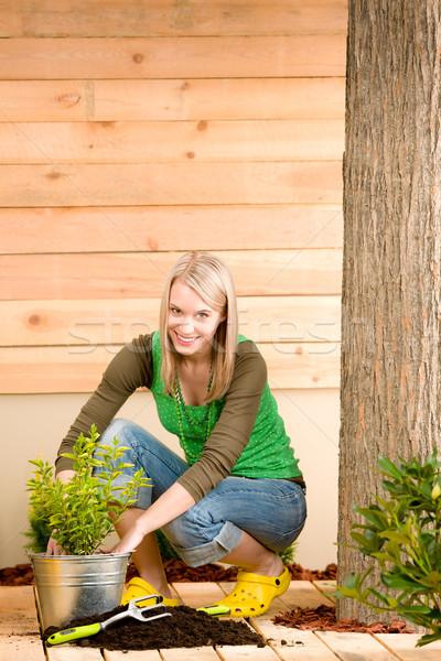 Stok fotoğraf: Bahçıvanlık · kadın · teras · bahar · doğa