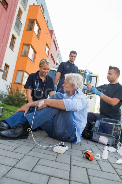 чрезвычайных команда помогают раненый пациент улице Сток-фото © CandyboxPhoto