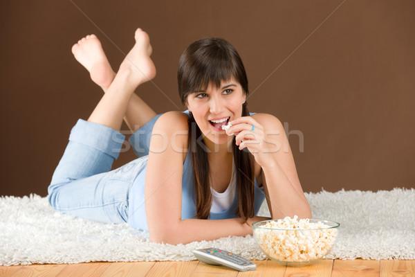 Nő tinédzser óra televízió eszik pattogatott kukorica Stock fotó © CandyboxPhoto