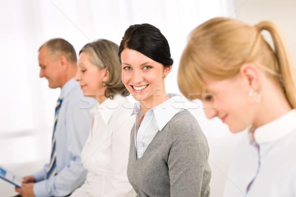 Imagine de stoc: Interviu · oameni · de · afaceri · zâmbitor · aşteptare · femeie