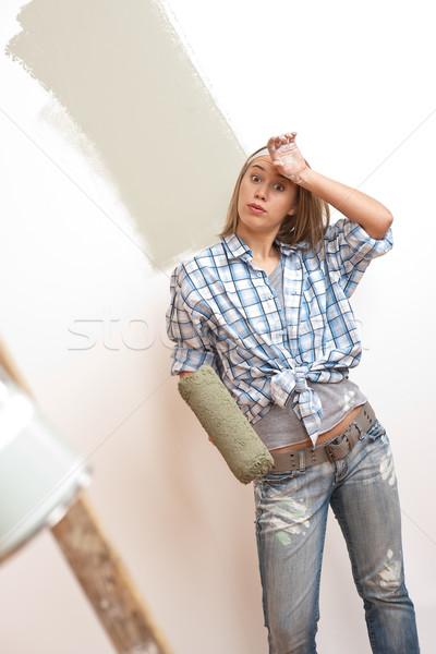 Amélioration de l'habitat jeune femme peinture peinture mur maison Photo stock © CandyboxPhoto
