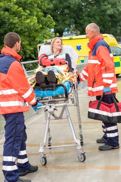 Herido mujer hablar emergencia paciente Foto stock © CandyboxPhoto