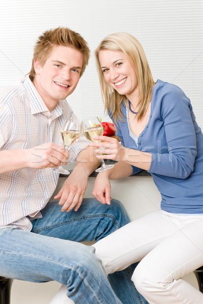 Uroczystości szczęśliwy romantyczny para cieszyć się białe wino Zdjęcia stock © CandyboxPhoto