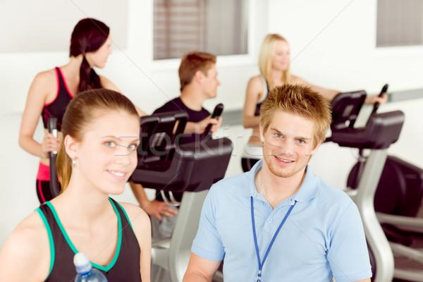Photo stock: Jeunes · fitness · instructeur · personnes · exercice · gymnase
