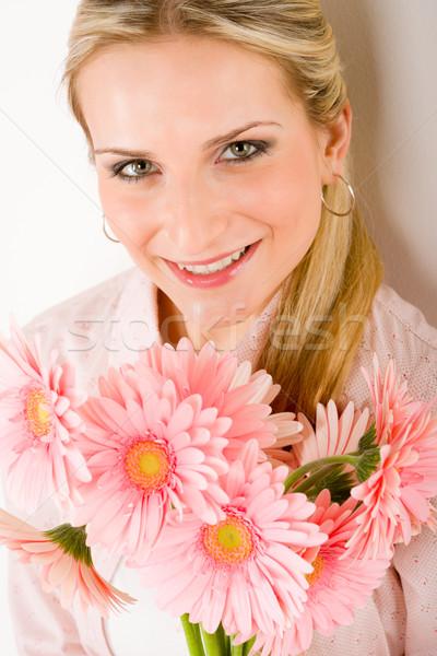 Romantyczny kobieta utrzymać różowy Daisy młodych Zdjęcia stock © CandyboxPhoto