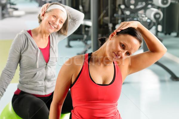 Stock fotó: Idős · nő · edző · nyújtás · fitnessz · labda