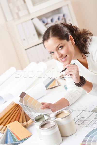 Stock fotó: Fiatal · női · belsőépítész · iroda · festék · szín