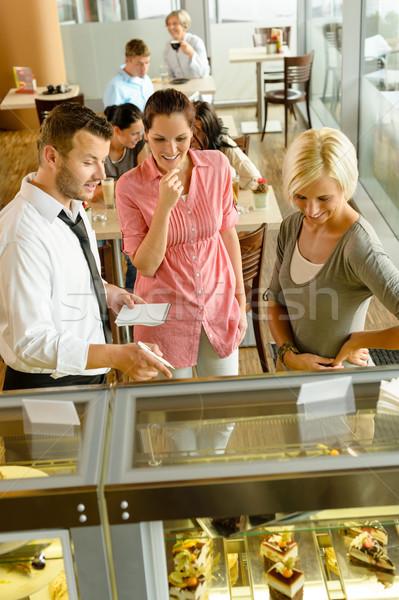 Kellner Frauen Kuchen Schaufensterauslage Kaffeehaus Stock foto © CandyboxPhoto