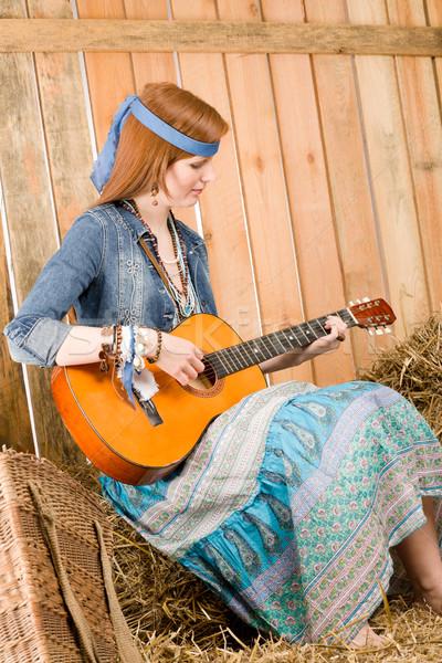 小さな ヒッピー 女性 再生 ギター 納屋 ストックフォト © CandyboxPhoto