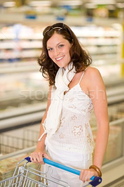 Zdjęcia stock: Sklep · spożywczy · uśmiechnięta · kobieta · zakupy · supermarket · kobieta