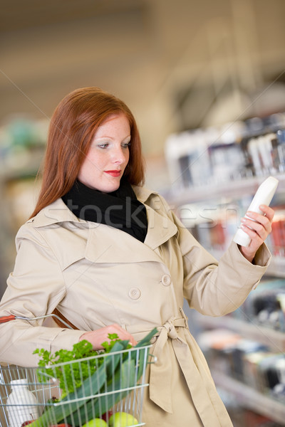 Winkelen vrouw kopen shampoo supermarkt Stockfoto © CandyboxPhoto