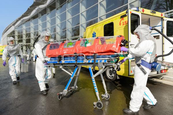 Médico equipe empurrando ambulância rua emergência Foto stock © CandyboxPhoto