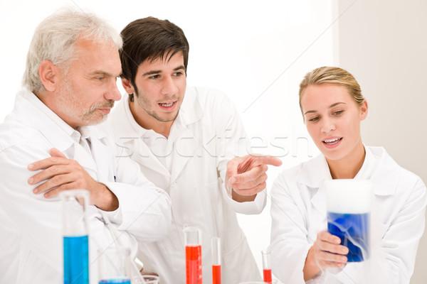 Chemia eksperyment naukowcy laboratorium testowanie grypa Zdjęcia stock © CandyboxPhoto