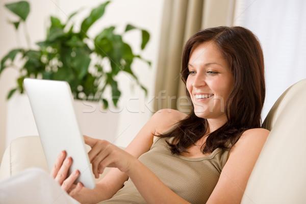 Nő érintőképernyő táblagép mosolygó nő kanapé otthon Stock fotó © CandyboxPhoto