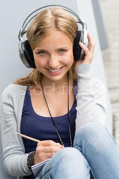 Prendere appunti ascoltare musica felice scuola adolescente Foto d'archivio © CandyboxPhoto