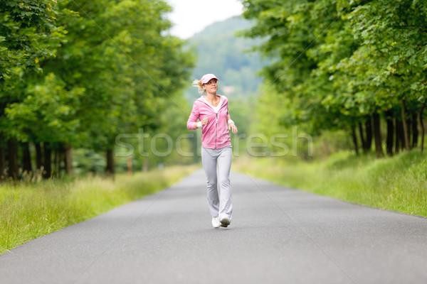 Jogging młoda kobieta uruchomiony parku drogowego młodych Zdjęcia stock © CandyboxPhoto