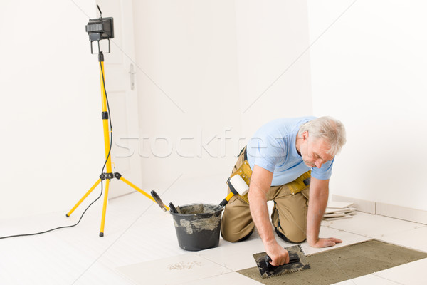 Home improvement klusjesman leggen tegel man Stockfoto © CandyboxPhoto