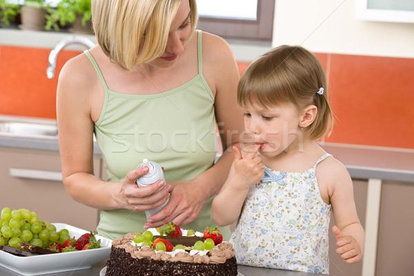 Mutter Kind Schokoladenkuchen Küche modernen Familie Stock foto © CandyboxPhoto