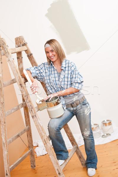 Melhoramento da casa sorrindo pintar paint brush pintura parede Foto stock © CandyboxPhoto