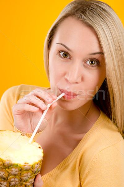Femme boire jus ananas paille Photo stock © CandyboxPhoto