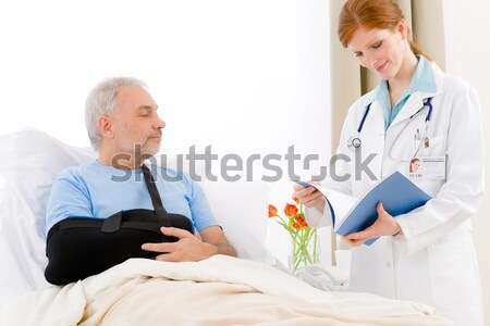 Krankenhaus Arzt überprüfen Blutdruck Patienten defekt Stock foto © CandyboxPhoto