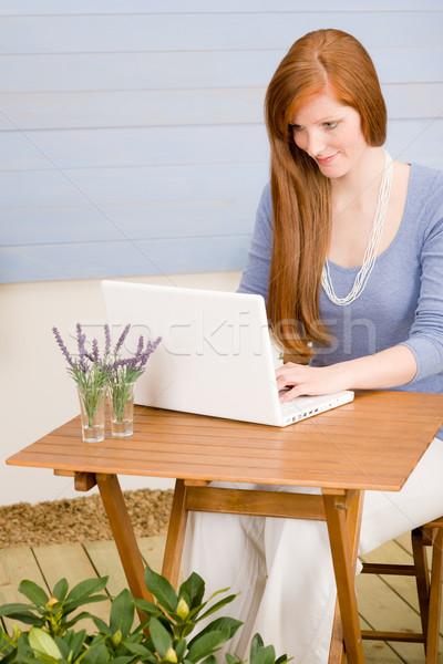 Stok fotoğraf: Yaz · teras · kadın · dizüstü · bilgisayar · bahçe