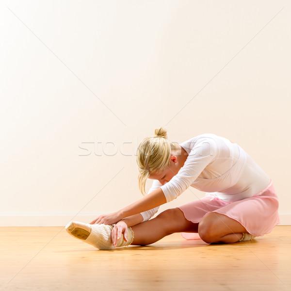Ballerina görbület térd gyönyörű felfelé padló Stock fotó © CandyboxPhoto