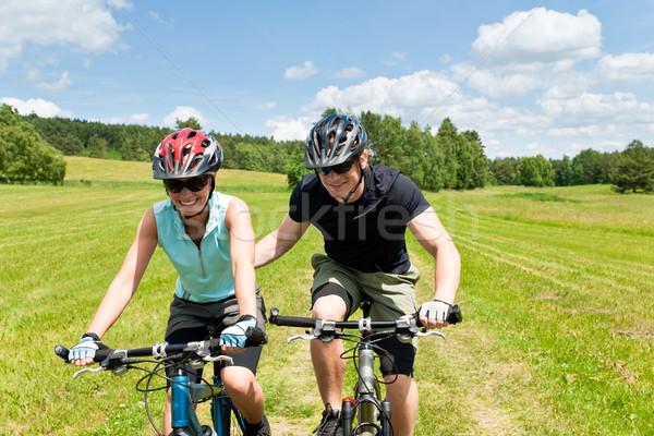 Sport mountain bike uomo spingendo giovane ragazza sereno Foto d'archivio © CandyboxPhoto