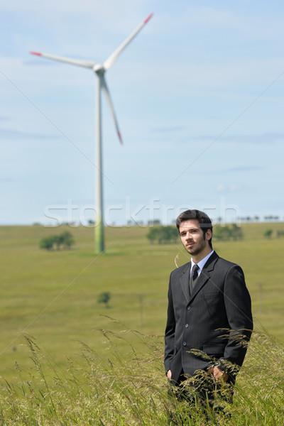 Groene energie jonge zakenman veld windmolen achtergrond Stockfoto © CandyboxPhoto