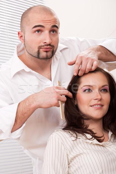 Profissional cabeleireiro pente cliente salão masculino Foto stock © CandyboxPhoto