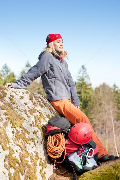 Actief vrouw rotsklimmen ontspannen rugzak jonge vrouw Stockfoto © CandyboxPhoto
