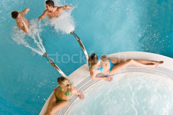 ストックフォト: 先頭 · 表示 · 若者 · リラックス · スイミングプール · 泡風呂