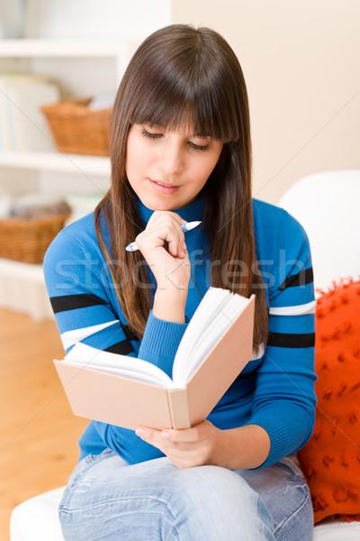 Adolescente nina casa estudiante escribir deberes Foto stock © CandyboxPhoto