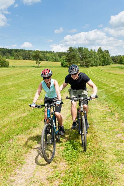 Foto stock: Esportes · mountain · bike · homem · empurrando · jovem · ensolarado